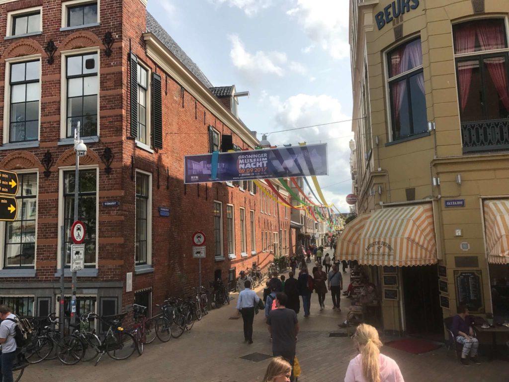 Groninger Markt - Folkingestraat mit Koffiehuis de Beurs