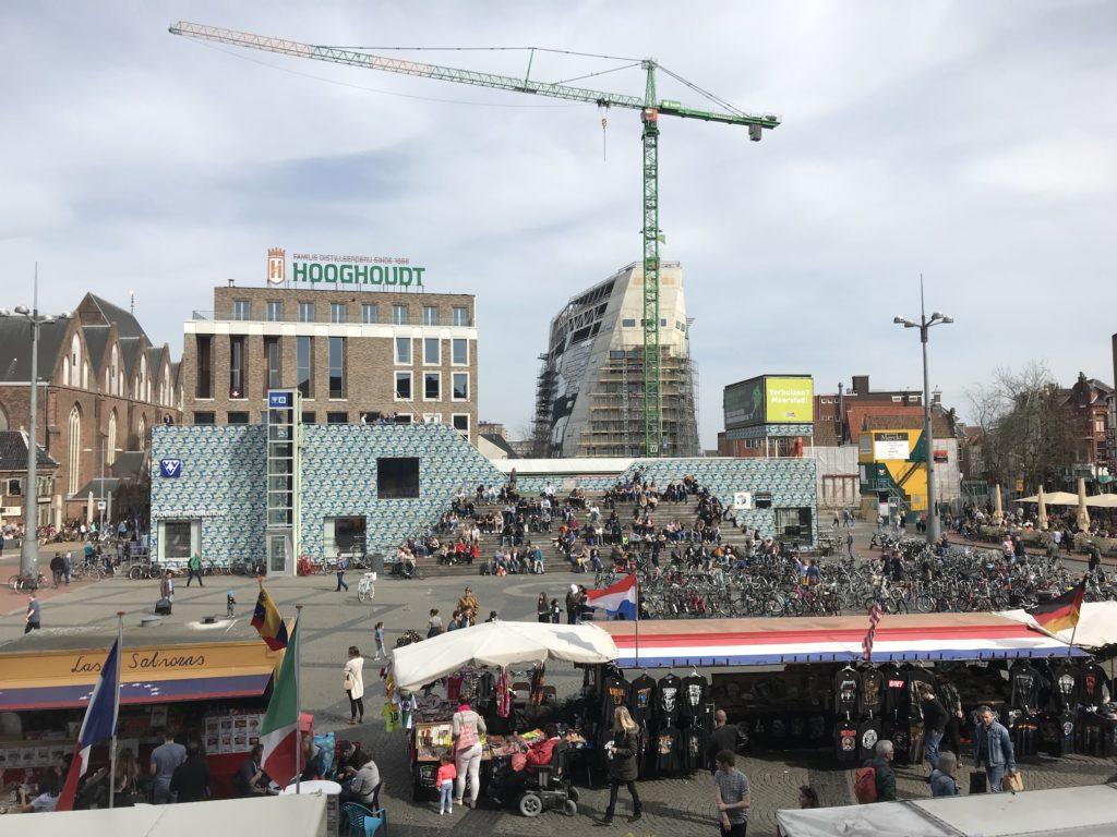 Groningen - Grote Markt mit VVV-Gebäude und Forum als Baustelle