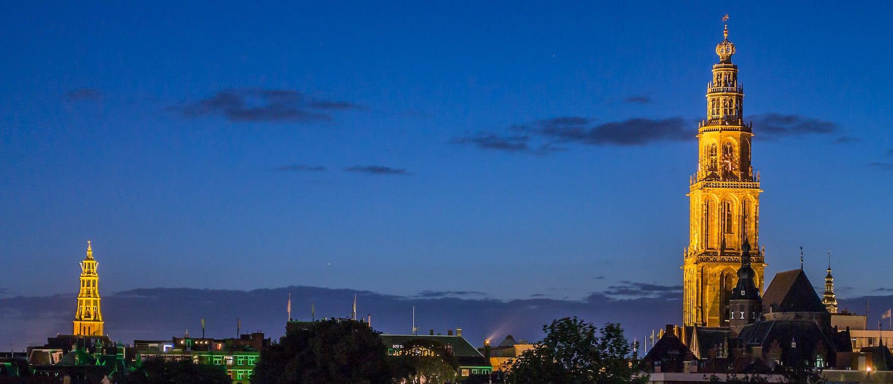 Groningen bei Nacht (Aa-Kerk und Martiniturm)